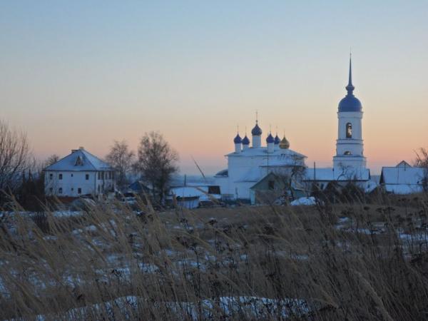 Свято-Успенский монастырь в зимний вечер