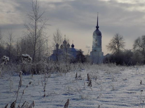 Монастырь в морозной дымке