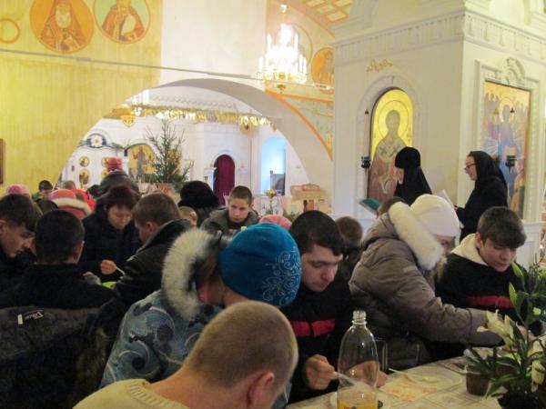 Рождество Христово. В монастыре гости — дети из коррекционной школы-интерната