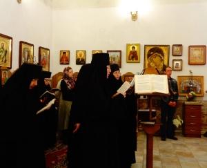 Пение акафиста хором и паломниками