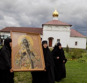 Крестный ход с иконой Божией Матери Калужская
