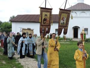 Крестный ход с иконой Божьей Матери Калужская